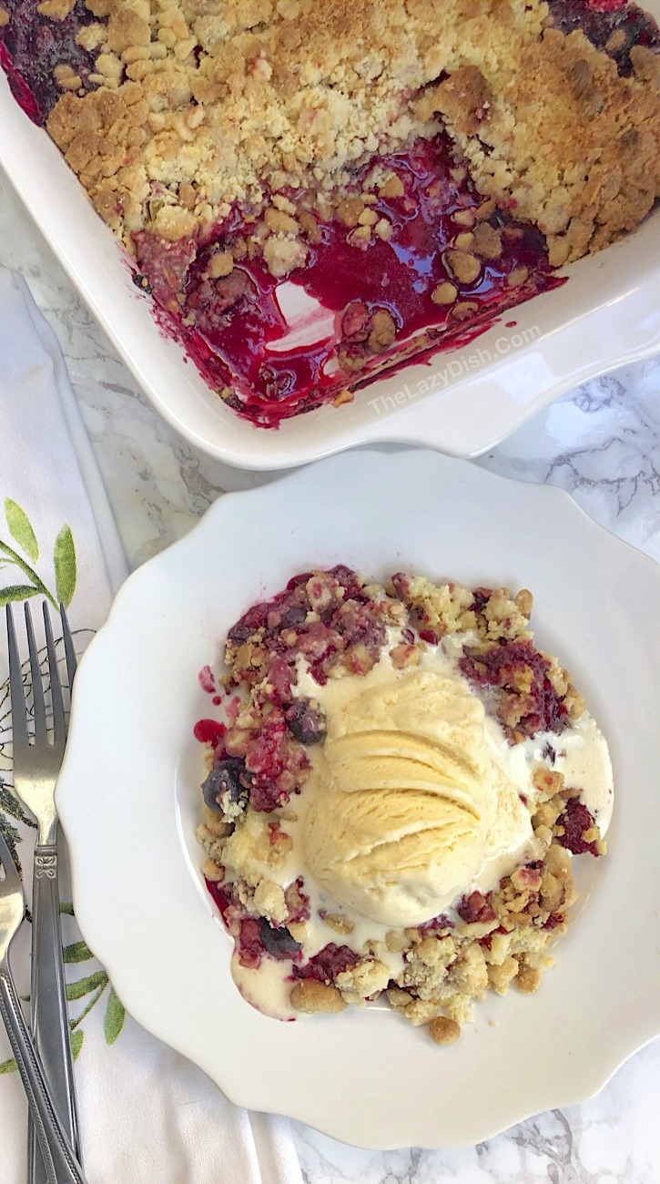 Homemade 5 Ingredient Berry Cobbler Dump Cake (quick and easy!)