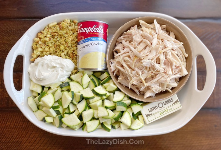 Rotisserie chicken dinner ideas! This simple casserole is perfect for picky eaters: Quick and Easy Chicken & Zucchini Casserole